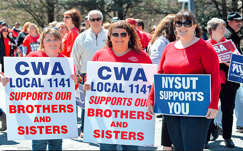 NYSUT members supporting Verizon workers on picket lines